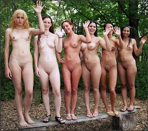 maedchen gruppe nackt