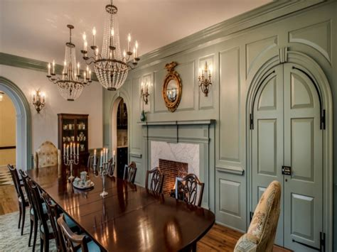 Welcoming Dutch Colonial Home In Texas British Colonial