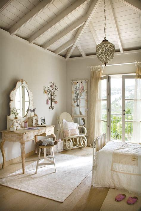una coqueta habitacion en tonos pastel