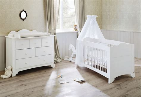 chambre bebe bois massif pack chambre bébé lit évolutif et commode à langer bois