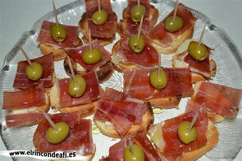 tapa de jamon queso brie  aceitunas