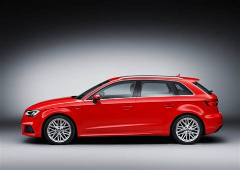 car features list  audi  sportback  rs  hp quattro qatar yallamotor