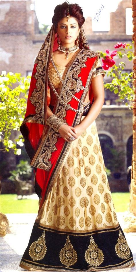 Bridal Lehenga Draping - 10 new dupatta draping styles for lehenga choli salwar suits