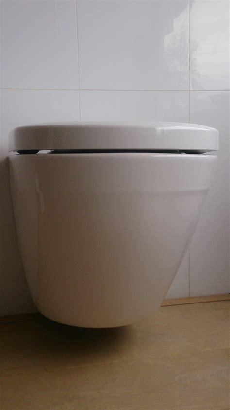 toilet uit japen toto toilet rimfree en tornado flush bij badexclusief
