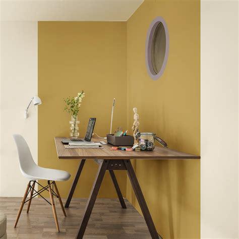 le bureau jaune pleins feux sur le brun cachemire élu couleur de l 39 ée