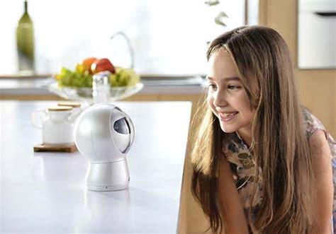 moorebot   cute robotic personal assistant  voice