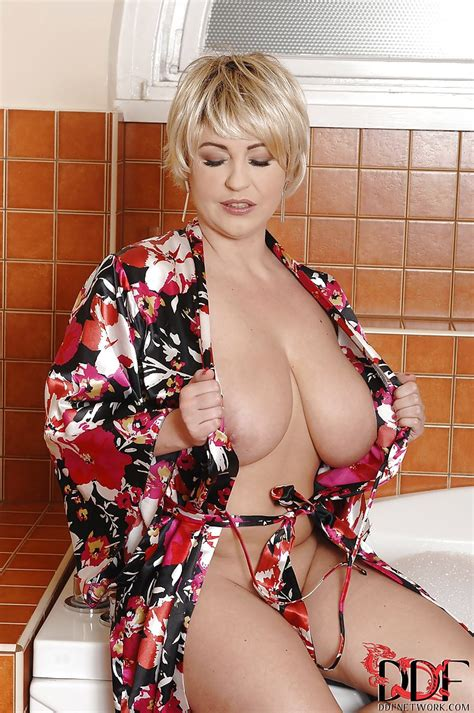 Big Tits Milf Sandra Boobies Is Wet And Turned On For Some Sex