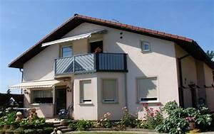Balkon Sichtschutz Kunststoff Grau : balkongel nder aus kunststoff in silbergrau ~ Bigdaddyawards.com Haus und Dekorationen