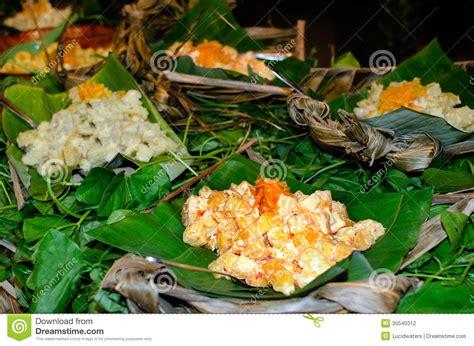 cuisine island tropical food served outdoor in aitutaki lagoon cook