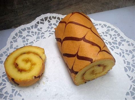 Bolu gulung is the indonesian language for swiss roll or sometimes they call it cake roll. Resep Bolu Gulung Praktis | Resep Masakan Kuliner
