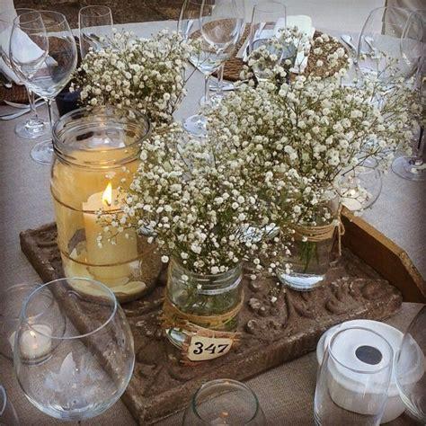 Sencillo y encantador centro de mesa con paniculata y