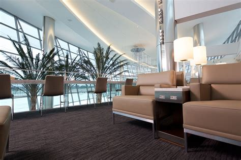 Newest United Airlines Club Opens In San Diego Airport With Panoramic Airfield Views Carpet Installation Cleveland Ohio Concepts How To Install Stair Treads Removing Pet Stains From Berber Mart Carlisle Pike Mechanicsburg Pa Average Cost A 10x10 Room The Red St Cloud Gulistan Mills