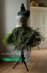 Oltre fantastiche idee su casa natalizia rampa di scale natale case