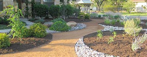 images of landscaping with decomposed granite hide