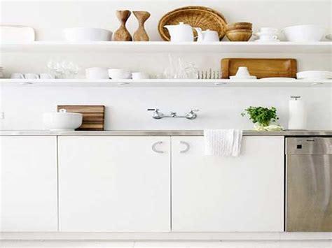 etagere deco cuisine etageres blanches pour rangement cuisine scandinave