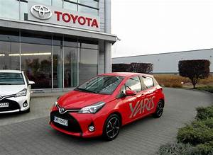Toyota Yaris Dynamic Business : toyota yaris 1 33 dynamic red cool smart benzyna 2015 r ~ Medecine-chirurgie-esthetiques.com Avis de Voitures