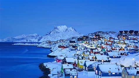 무료 다운로드 검은 목조 주택 겨울 눈 바다 풍경 집 조명 밤 도시 그린란드 누크