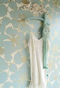 Papier Peint Art Nouveau : wallpaper indra cream gold lustre light blue ~ Dailycaller-alerts.com Idées de Décoration