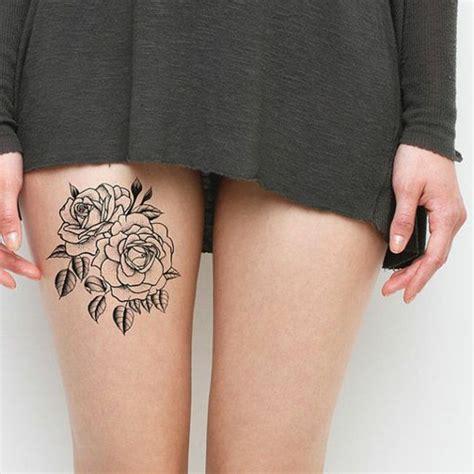 frauen klein kleine tattoos auf den oberschenkeln einer