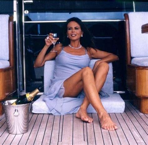 Paola Perego A 48 Anni In Bikini è Super Sexy