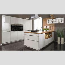 Die Küche In Premiumweißen Echtglasfronten Und Einer