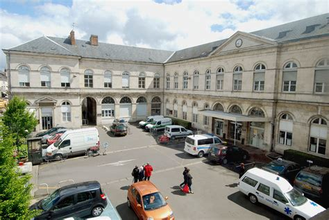 h 244 pital porte madeleine entr 233 e principale centre hospitalier r 233 gional d orl 233 ans