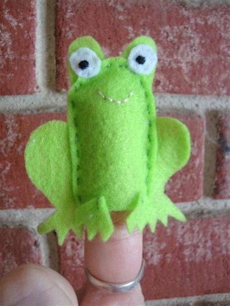 frog finger puppet  reptile plushie sewing  cut