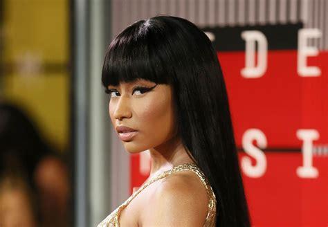 Nicki Minaj Offers To Pay Over A Dozen Fans Student Loans