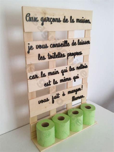 accessoirs cuisine porte papier toilette sur planche de palette humour et