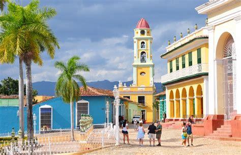 salon et cuisine dans la meme les maisons colorées de cuba