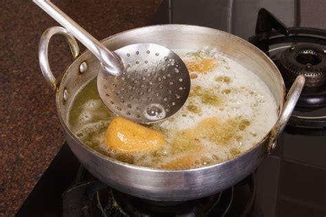 set   pots  pans   kitchen