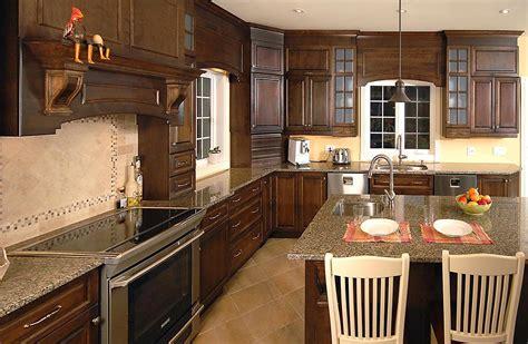 cuisine armoire brune dosseret cuisine armoires brunes image sur le design maison