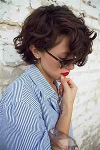 Cheveux Court Bouclé Femme : la coupe carr court en 65 photos et quelques vid os ~ Louise-bijoux.com Idées de Décoration
