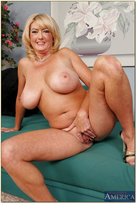 Blonde Mature Wife Posing Nude Milf Porn Hot Milfs And