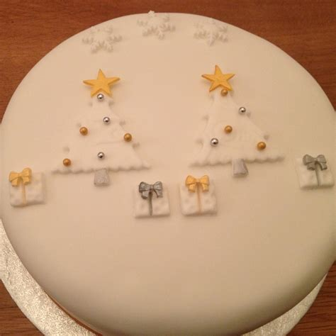 cakes decorated with simple cake