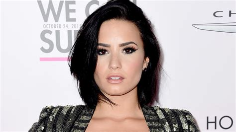 Demi Lovato Short Wallpapers Images Photos Pictures