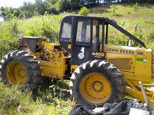John Deere 440 D Forstschlepper