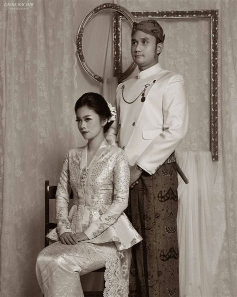 foto prewedding sakral  pakaian adat indonesia