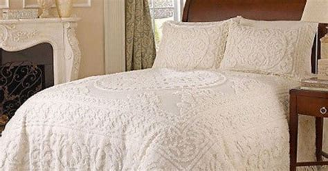 cotton queen bedspread chenille white size bedding medallion   fashioned bedspreads