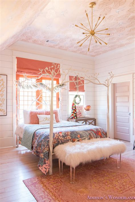 a decor in s coral s bedroom