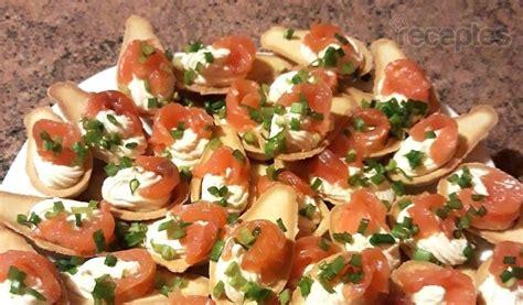 Groziņi ar svaigā siera - mārrutku krēmu un lasi   Recipe   Food, Caprese salad, Caprese