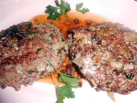 cuisiner steak haché recette de steak haché aux oignons nouveaux
