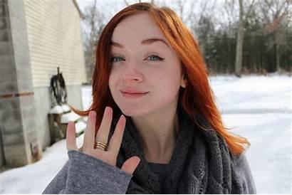 Redhead Gifs Door Giphy Hello Tweet