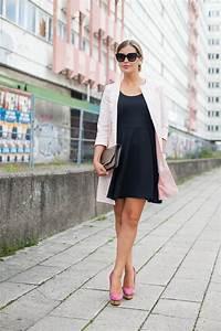 Kleid Mit Jeansjacke : schwarzes kleid zur hochzeit kombinieren elegante kleider dieses jahr ~ Frokenaadalensverden.com Haus und Dekorationen