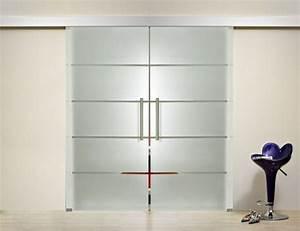 Portes coulissantes en verre 43 idees design qui vont for Porte de garage coulissante et double porte salon