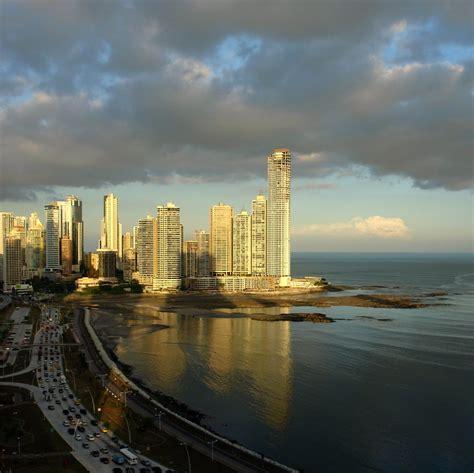PaNaMa CiTY   Panama City (Spanish: Panamá) is the capital ...
