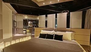 Urban Luxury Studio Apartment by Gutman+Lehrer architects