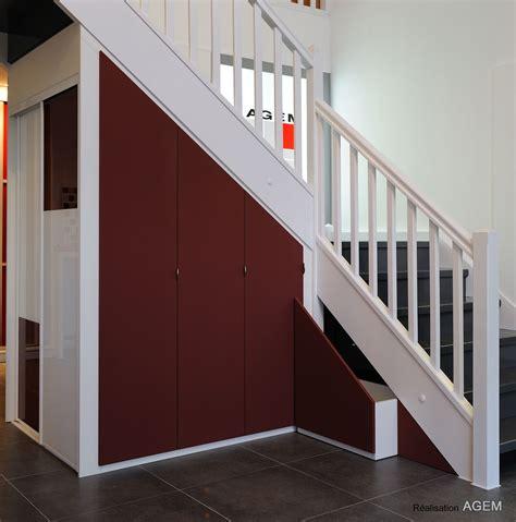 amenagement d une chambre rangements sous pentes et escaliers placard et dressing