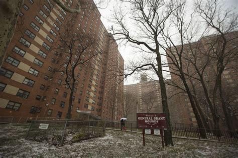 family  public housing    year  hud