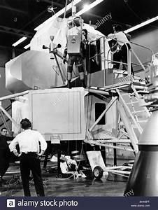 astronautics, Apollo 11, construction of moon landing ...